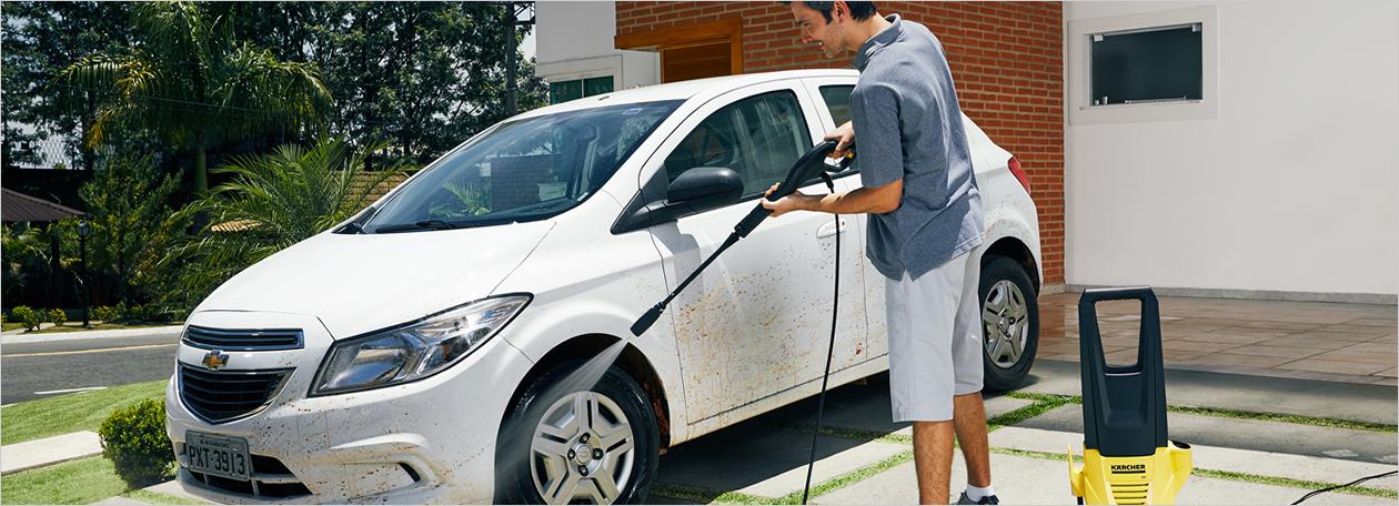 Foto da lavagem do carro em casa para post do blog