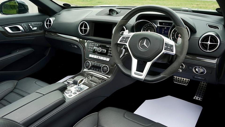 Foto do interior do carro para post no blog sobre cheiro de carro novo